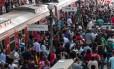 Greve dos Funcionários da CPTM -SP - Movimentação intensa de passageiros na área de embarque da estação Luz Linha da CPTM, Centro de São Paulo (SP)