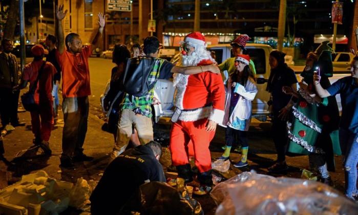 Chegada do Papai Noel do Governo de Andradina encanta centenas de crianças