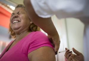 Um surto de febre amarela que se estendeu de dezembro do ano passado a setembro teve confirmados mais de 770 casos e aproximadamente 260 mortes em nove estados. O Rio de Janeiro recebeu 6,9 milhões de vacinas somente no primeiro semestre. Foto: Márcia Foletto / Agência O Globo/24-4-2017