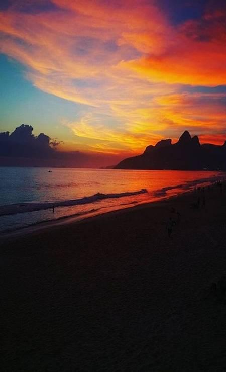 O pôr do sol na Praia de Ipanema Foto: @agnaripi / Instagram