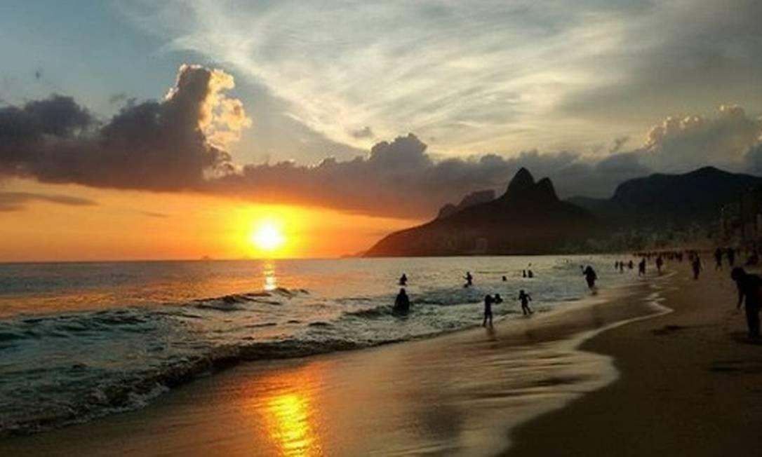 O pôr do sol na Praia de Ipanema Foto: @moraes_marci / Instagram