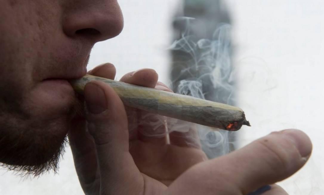 Usuário de maconha: promotores federais poderão decidir como utilizar a lei federal sobre a droga nos EUA Foto: Reprodução