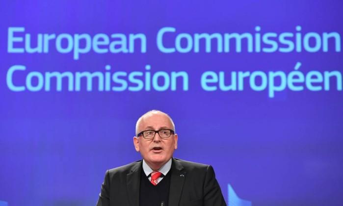 UE suspende voto da Polónia por risco de violação do estado democrático