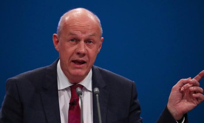 Vice-premiê do Reino Unido renuncia ao cargo por causa de pornografia