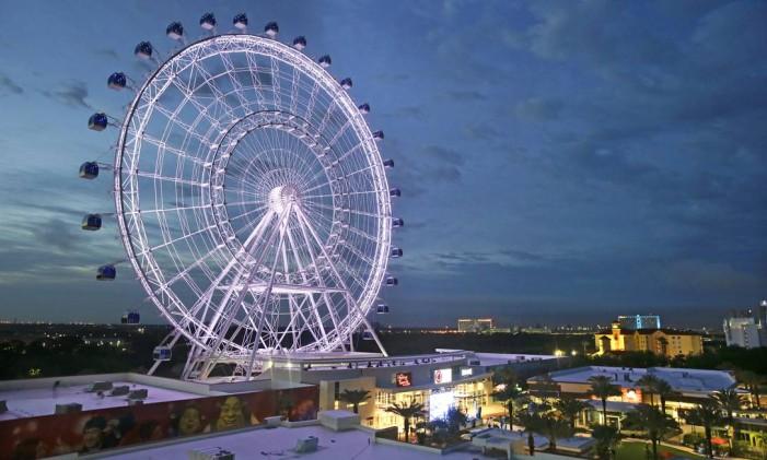 A roda-gigante Orlando Eye, atração da cidade onde estão os parques da Disney na Flórida Foto: John Raoux / AP