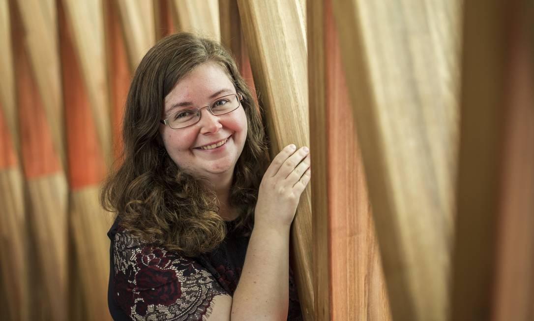 """""""Precisamos mostrar que os cientistas têm vida pessoal e lazer"""", diz a historiadora Amy Davy Foto: Hermes de Paula / Agência O Globo"""