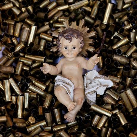 O Menino Jesus na cama de balas Foto: ALESSANDRO BIANCHI / REUTERS