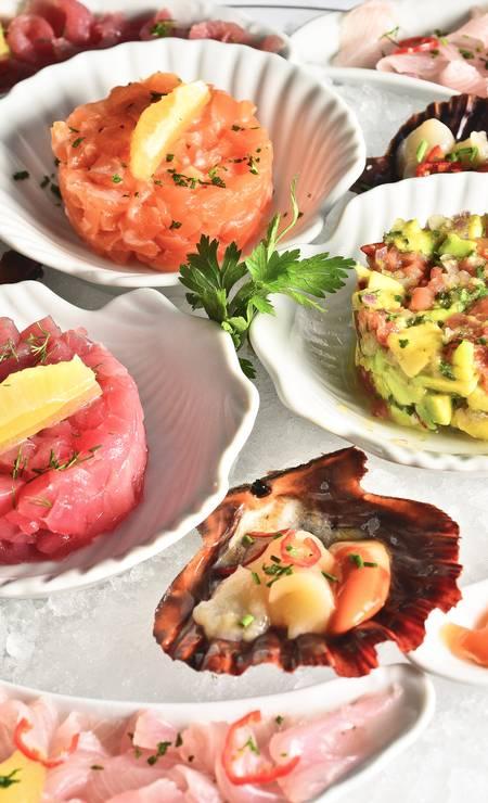 No Satyricon, o prato Mare Nostrum é uma seleção de tartares de peixes variados (atum, salmão, robalo, pargo e olho de boi) por R$ 294. Pode ser compartilhado, acompanha torradas e pizza branca. Rua Barão da Torre 192, Ipanema (2521-0627). Foto: Pagano / Divulgação/Sergio Pagano
