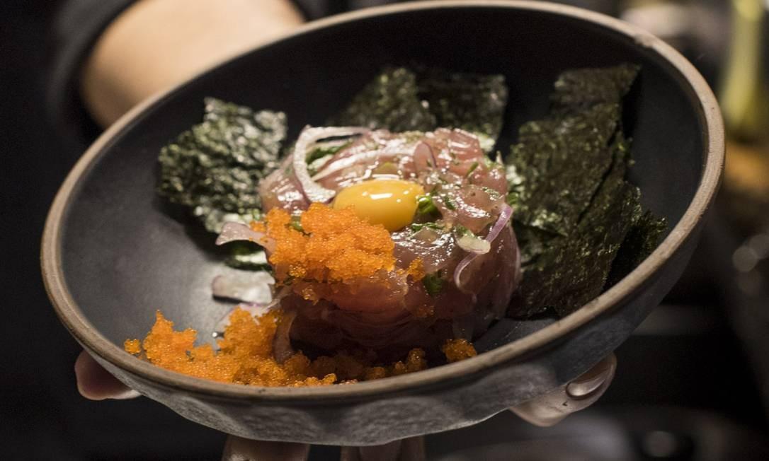 Let Sushi Izakaya: No Izakaya, tem tartar de salmão (R$ 34). Rua Humberto de Campos 827, Leblon (2143-8561). Foto: Divulgação/Diego Batista