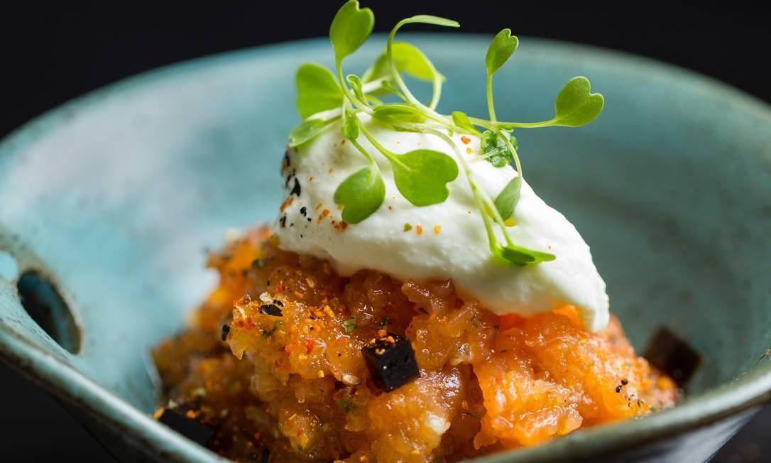 Togu: A chef Ana Zambelli serve menu com 20 peças (R$ 58), que inclui mini tartar de atum com bardana e guacamole. Rua Dias Ferreira 90B, Leblon (2294-2749). Foto: Divulgação/Costa Blanca Vídeos