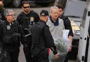 O ex ministro Jose Dirceu deixa a carceragem da Policia Federal em Curitiba, ele foi transferido para o complexo medico penal Foto: Geraldo Bubniak / Agência O Globo 01/09/2015