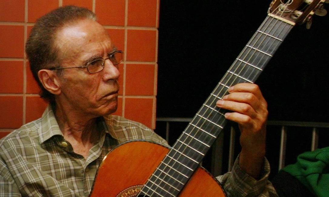 O violonista Chiquito Braga, em 2008 Foto: Marcos Ramos / Agência O Globo