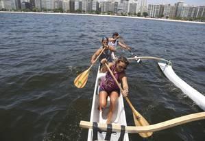 Katherine Brandão, Chico Viniegra e Douglas Moura durante treino em Icaraí Foto: Custódio Coimbra