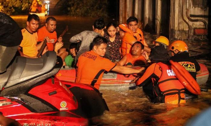 Tempestade tropical mata mais de 100 nas Filipinas