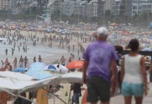Praia de Ipanema cheia Foto: Fabiano Rocha / Agência O Globo