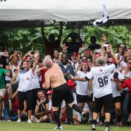 Ex-presidente Lula participa de inauguração de campo de futebol em SP Foto: Joka Madruga/Reprodução Facebook