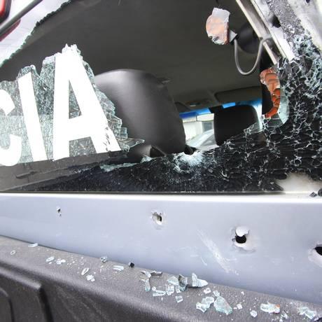 Em março, viaturas da delegacia de Cabo de Santo Agostinho, em Pernambuco, foram destruídas por bandidos Foto: Bobby Fabisak / JC Imagem / Agência O Globo