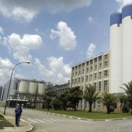Nova aposta. Fábrica da Ambev em Jaguariuna, interior de São Paulo. Empresa vai envazar produção de leite vegetal com a marca Do Bem Foto: Paulo Fridman / Paulo Fridman/Bloomberg