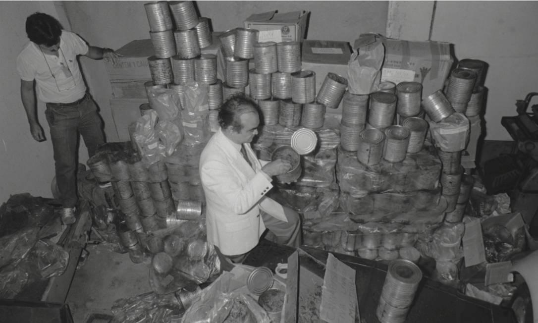 As latas apreendidas em São Paulo, primeira região onde elas apareceram Foto: Lúcio Marreiro / Arquivo O Globo (05-10-1987)