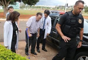O deputado Paulo Maluf, quando chegava ao IML em Brasília, no dia 22 Foto: Givaldo Barbosa / Agência O Globo