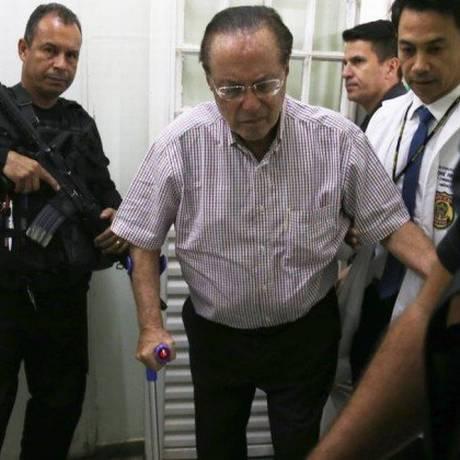 O deputado Paulo Maluf ao chegar ao IML, em Brasília, para exames, no dia 22 Foto: Givaldo Barbosa/O Globo