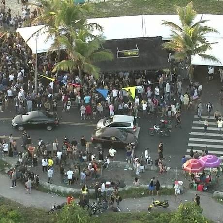 Festa em quiosque sem alvará de funcionamento na orla do Recreio terminou em confusão Foto: Reprodução/TV Globo/15-11-2017