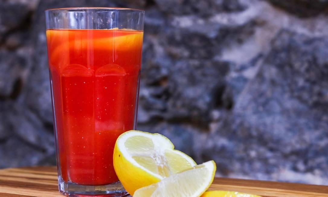 Verde Vício. Na casa, o suco de melancia com limão siciliano (R$ 7,60) é a pedida para desintoxicar. Rua Buenos Aires 22, Centro (2233-9602). Seg a sex, das 11h às 15h30m. Foto: Oseias Barbosa / Divulgação