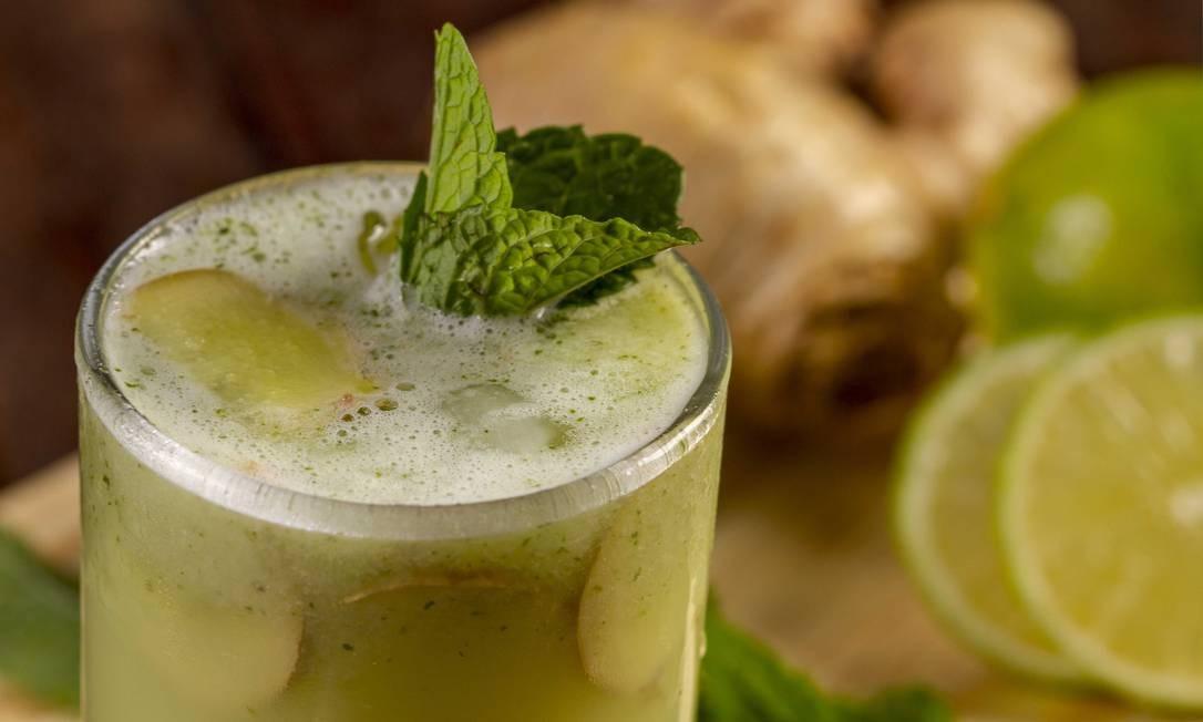 """Ginger Mamut Bistrô. O """"ginger detox (R$ 15) mistura abacaxi, maçã verde, gengibre, hortelã e limão taiti. Rua Tonelero 217, Copacabana (2548-5314). Ter a sáb, do meio-dia a meia-noite. Dom, do meio-dia às 18h. Foto: Ricardo Sombra / Divulgação"""