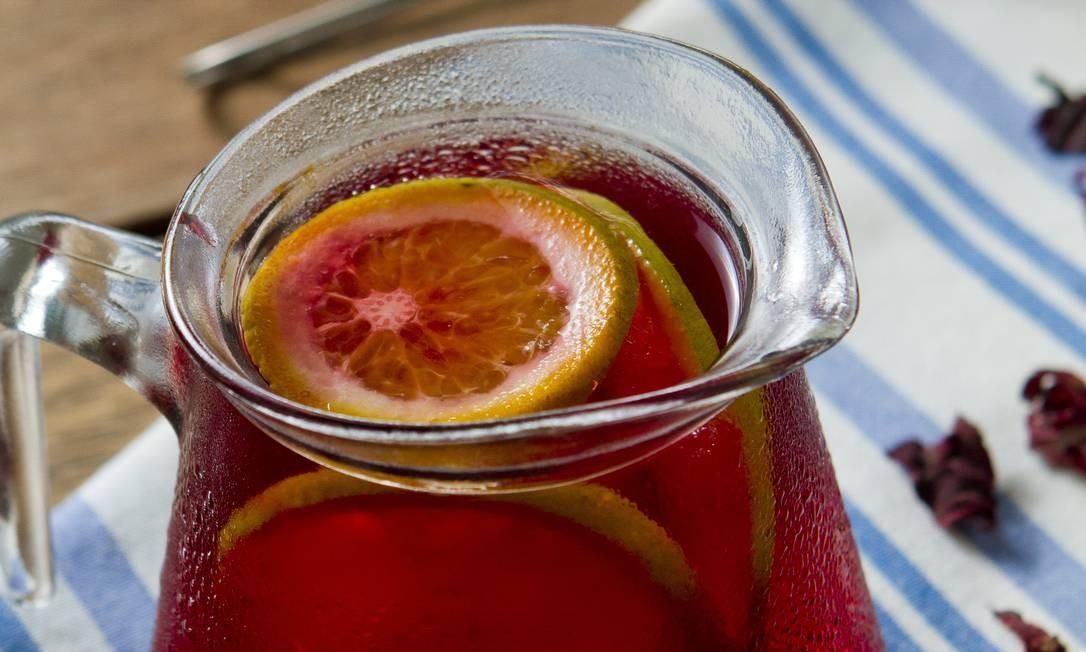 MP Tortas Boutique. Para quem acha que um copo não é o suficiente, o chá gelado de hibisco com laranja da casa vem em uma jarra (R$ 15). Av.a das Américas 15.000, Recreio (3592-3330). Seg a sáb, das 12h30m às 20h. Foto: Fernando Frazão / Divulgação