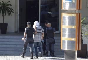 29/06/2017 - Operação da Polícia Civil prende policiais militares de três batalhões. Chegada de PMs presos à Cidade da Polícia Foto: Gabriel de Paiva/ Agência O Globo