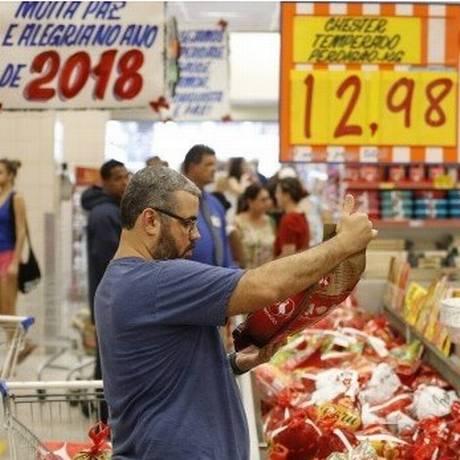 Estratégia é para reduzir encalhe de produtos após as festas Foto: Domingos Peixoto - Agência O Globo
