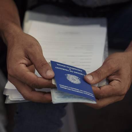 Estimativa de analistas é que, na média do ano, o desemprego fique em 12% Foto: Daniel Marenco / Agência O Globo