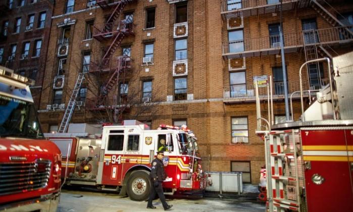 12 mortos no pior incêndio em 25 anos em Nova Iorque — Vídeo