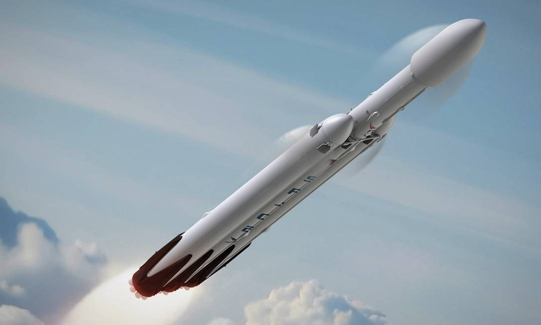 Ilustração da SpaceX mostra voo do seu foguete de alta capacidade Falcon Heavy: equipamento será fundamental para os planos de Elon Musk de colonizar Marte Foto: / Divulgação/SpaceX