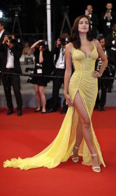 Dois meses após dar à luz, a top russa Irina Shayk foi a sensação do tapete vermelho do Festival de Cannes. Com decotes ousados, fendas e vestidos justos, só deu ela Thibault Camus / AP