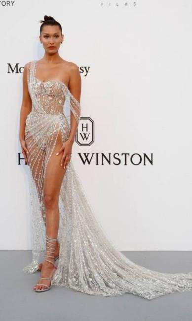 Bella Hadid roubou a cena no baile beneficente da amfAR, em Cannes STEPHANE MAHE / REUTERS