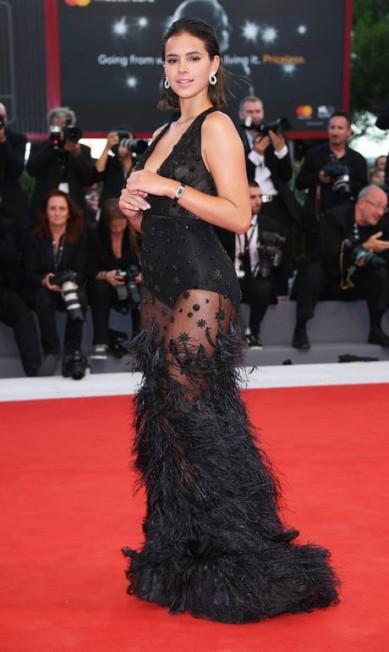 No Festival de Veneza, Bruna Marquezine apostou na transparência, revelando mais que suas pernas torneadas Venturelli / WireImage for Jaeger-LeCoultre