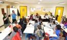 Sem tabus . Os professores Jacqueline Courier-Brière e Nasser Dja Bouabdallah em aula na escola parisiense:, que incentiva o diálogo positivo Foto: Fernando Eichenberg / Fernando Eichenberbg