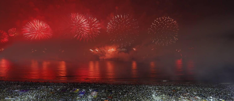Reveillon 2017 - Queima de fogos na Praia de Copacabana, visto do Pestana Hotel Foto: Fábio Rossi / Agência O Globo