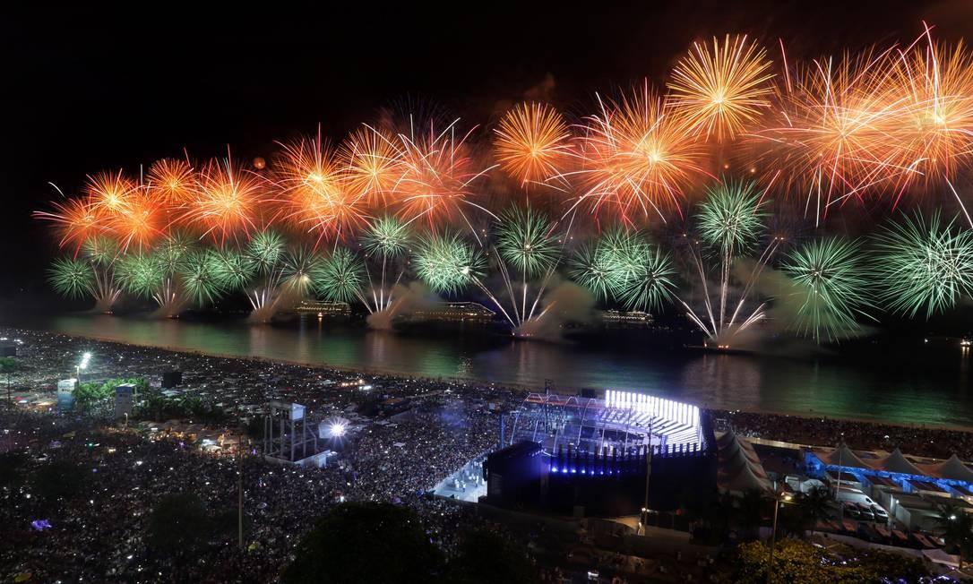 Espetáculo de luzes durou 17 minutos, o maior da história no réveillon carioca Marcio Alves / Agência O Globo