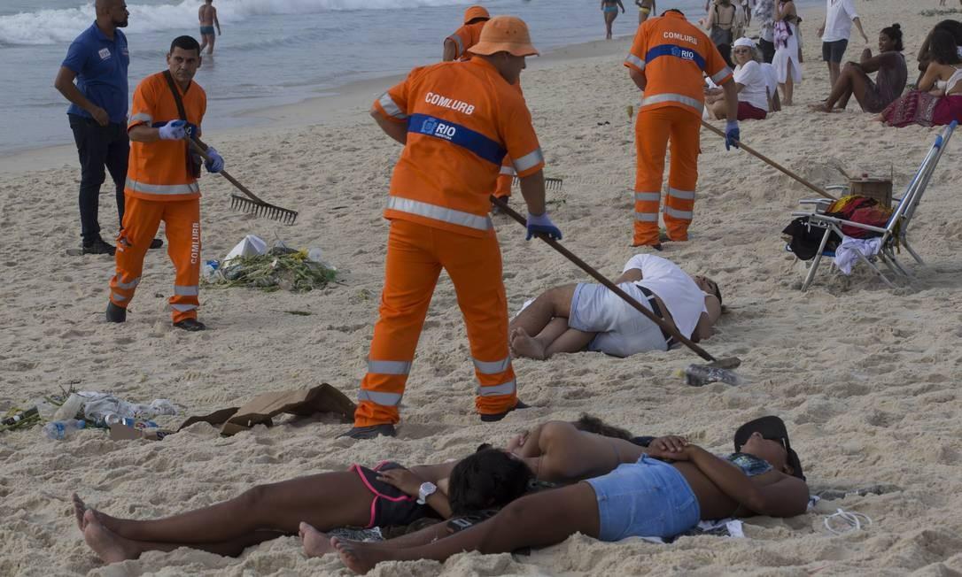 Garis da Comlurb recolheram 285 toneladas, 5 mil a menos do que no ano passado Márcia Foletto / Agência O Globo