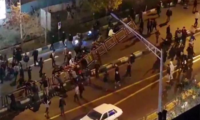 Protestos contra governo já deixaram 21 mortos no Irã – HANDOUT  AFP