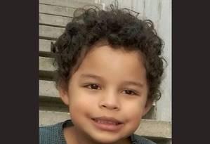 Arthur Aparecido Silva, de 5 anos, morreu vítima de uma bala perdida Foto: Arquivo pessoal