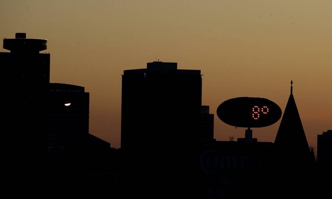 Em Kansas City, no Missouri, termômetros marcaram 8 graus Farenheit, o equivalente a -13 graus Celsius Charlie Riedel / AP