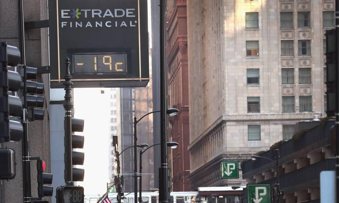 O termômetro marcava -19 graus Farenheit, o equivalente a -28 graus Celsius na manhã desta terça-feira Foto: SCOTT OLSON / AFP