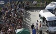 Turistas brasileiros e estrangeiros formaram longas filas para visitar o Cristo Redentor no segundo dia do ano
