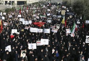Iranianos protestam em Teerã Foto: Ebrahim Noroozi / AP