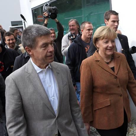 Juntos. Angela Merkel e o marido, Joachim Sauer: casado com a chanceler há 20 anos, o cientista procura ficar longe dos holofotes Foto: Krisztian Bocsi / Bloomberg