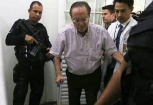 O deputado Paulo Maluf ao chegar ao IML, em Brasília, para exames, no dia 22 Foto: Givaldo Barbosa / O Globo