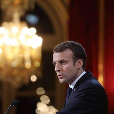 Macron fala a jornalistas no Palácio do Eliseu Foto: POOL / REUTERS